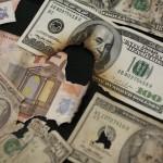Dólares y euros rotos, manchados o muy viejos: dónde cambiar los billetes y cuánto se recupera