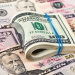 ¿Hay que ser cliente de un banco para poder comprar dólares?